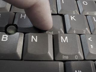 Устанавливаем кнопку ноутбука