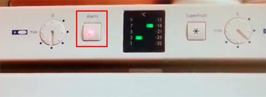 Что делать когда на холодильнике светится красный индикатор