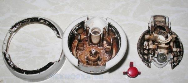 Крышка термоса с налетом внутри
