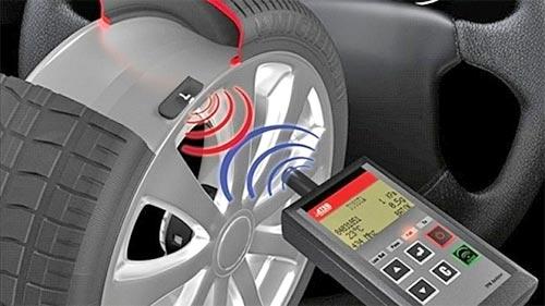 Инициализация датчиков давления в шинах с автомобильным компьютером